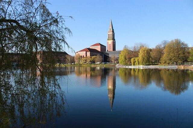Kiel Rathaus Sicht vom Wasser